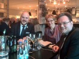 Påtroppende leder i Samfundet Sverige-Israel Mathias Sundin og nestleder Lotta Jansson sammen med styreleder i MIFF Morten Fjell Rasmussen under landsmøtet i Sverige i helgen. (Foto: Privat)