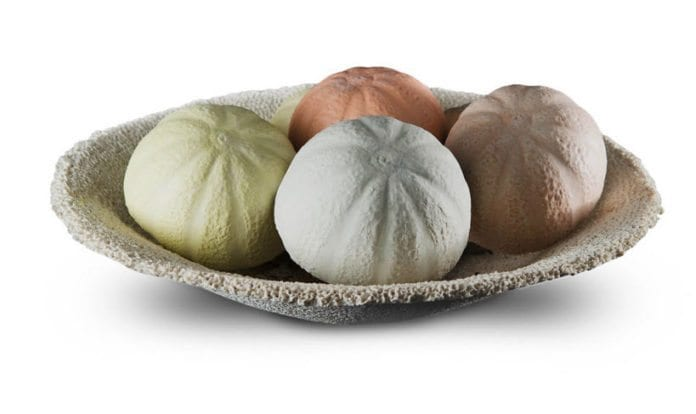 Meloner som inngår i Einat Cohens keramikkutstilling 'Still Life'. (Foto: einatcohen.com)