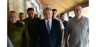 Statsminister Benjamin Netanyahu sammen med forsvarssjef Gadi Eisenkot (t.v.) og forsvarsminister Moshe Ya'alon. (Foto: GPO)