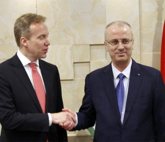 Norges utenriksminister Børge Brende sammen med Rami Hamdallah, statsminister for de palestinske selvstyremyndighetene. (Foto: Frode Overland Andersen, UD)