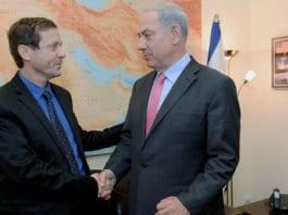 Isaac Herzog, leder for opposisjonen, og Israels statsminister Benjamin Netanyahu. (Foto: GPO)