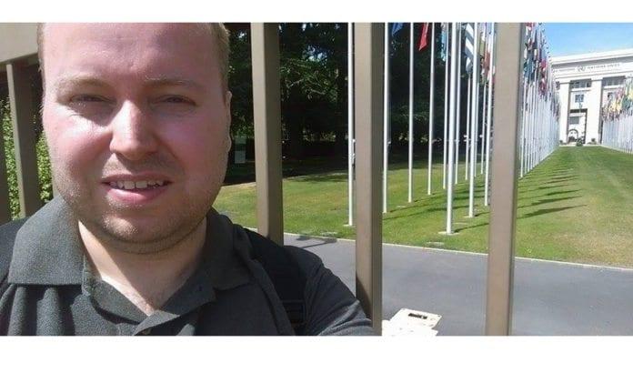 Kjetil Ravn Hansen utenfor FNs menneskerettighetsråd.