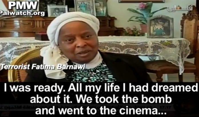 Den dømte terroristen Fatima Bardawi skryter av massedrapsforsøket sitt på PA TV. (Foto: Skjermdump fra YouTube / PMW)