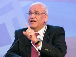 Palestinernes forhandlingsleder Saeb Erekat truer med å oppløse selvstyremyndighetene innen utgangen av året, samtidig som han avviser Netanyahus utspil om nye forhandlinger. (Foto: US Islamic World Forum / Flickr.com / CC)