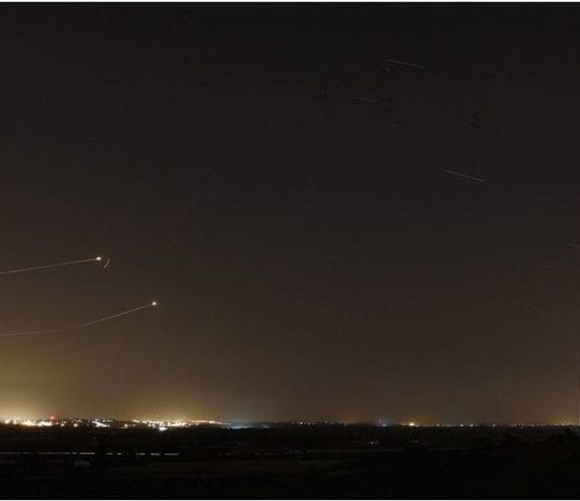 Iron Dome i aksjon mot rakett fra Gaza (Foto: Reuters via Jerusalem Post)