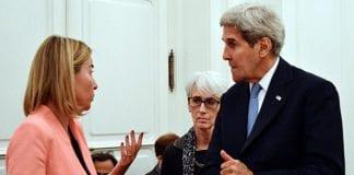 EUs utenrikssjef Federica Mogherini og USAs utenriksminister John Kerry i samtaler i Wien 9. juli 2015. (Foto: EEAS)