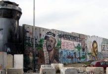 Den israelske sikkerhetsbarrieren ved kontrollposten Kalandiya nord for Jerusalem. (Illustrasjonsfoto: Scott Campbell, flickr)