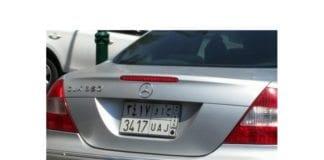 Saudi-arabisk Mercedes på uventet sted. (Foto: Jacky Hugi, Twitter)