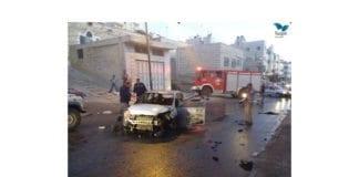 Bilen som de amerikansk-jødiske bibelskoleelevene brukte, ble ramponert av den palestinske mobben. (Foto: Moshe Butavya, Tazpit)