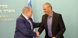 Statsminister Benjamin Netanyahu og finansminister Moshe Kahlon på pressekonferansen 3. september 2015. (Foto: Amos Ben Gershom, GPO)