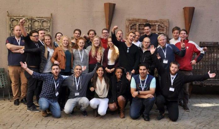 De fleste deltakerne på MIFF Kristiansands ungdomshelg 18.-20. september 2015. (Foto: MIFF)