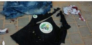 Minst én av knivterroristene bar t-skjorte med logoen til terrorstyrkene til Hamas. (Foto: Amichai Stein, Twitter)