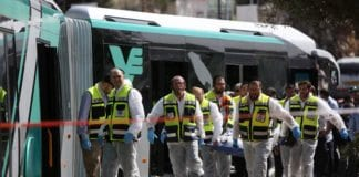 På denne bussen ble to israelere drept og 16 skadet av palestinske terrorister tirsdag formiddag. (Foto: Flash90)