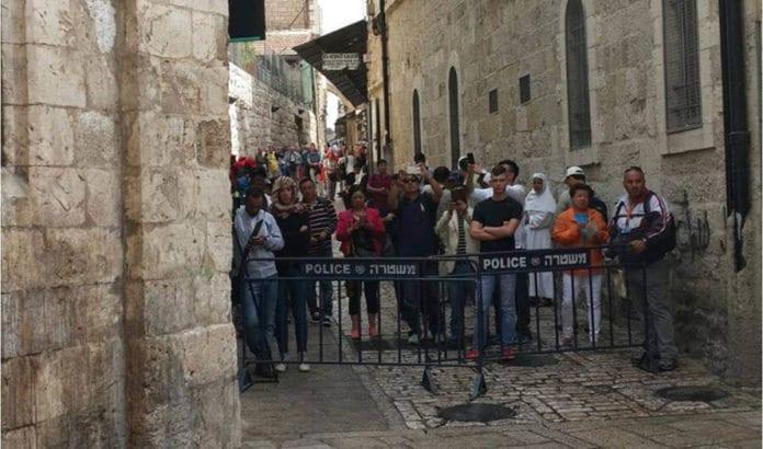 På dette gatehjørnet i Jerusalems gamleby gikk en palestinsk kvinne til knivangrep mot israelere onsdag 7. oktober. (Foto: TPS, Tazpit)