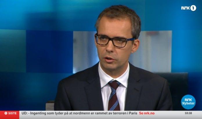 Jarle Roheim Håkonsen i NRKs ekstrasending om Paris-terroren. (Skjermdump fra NRK 14. november 2015)