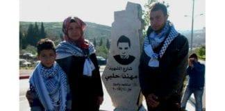Bildet viser palestinere ved minnesmerket for terror-drapsmannen Muhannad Halabi. (Foto: Fra Twitter-kontoen til Ofir Gendelman, israelsk talsmann)