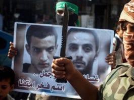 Etter terrorangrepet mot synagogen i Har Nof ble massakren feiret i gatene på Gaza-stripen. (Foto: Abed Rahim Khatib, Flash90)