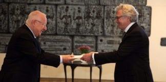 Israels president Reuven Rivlin tok imot Jon Hanssen-Bauer som Norges ambassadør til Israel mandag 2. november. (Foto: Norges ambassade i Israel / Twitter)