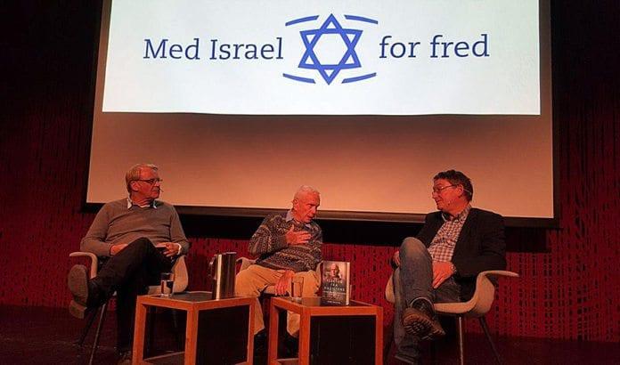 Fra venstre John Solsvik, Jakov Adler og Svein Andersen fra Hermon forlag. (Foto: Kjetil Ravn Hansen, MIFF)