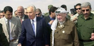 Shimon Peres og Yasser Arafat. (Arkivfoto: GPO)