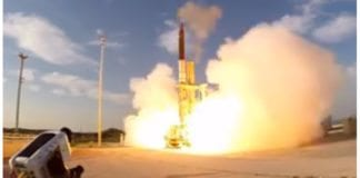 Avfyring av Arrow 3 torsdag 10. desember 2015. (Skjermdump av film publisert av Israels forsvarsdepartement)
