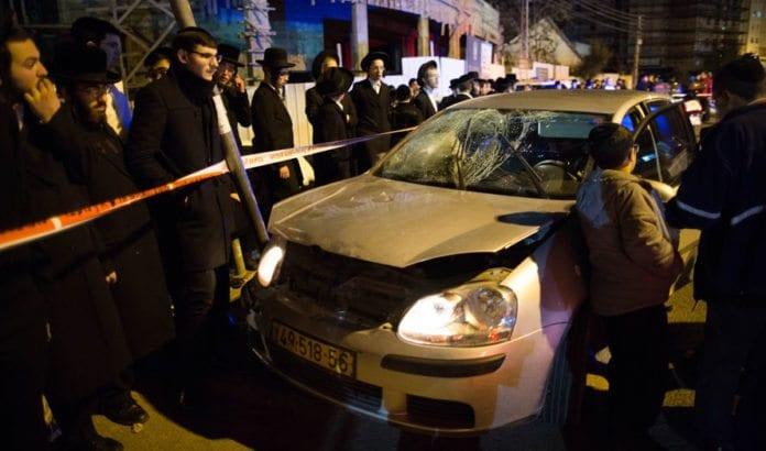 Denne bilen ble brukt av en palestinsk terrorist til å kjøre på to sivile israelere søndag kveld i sentrum av Jerusalem. (Foto: Flash90)