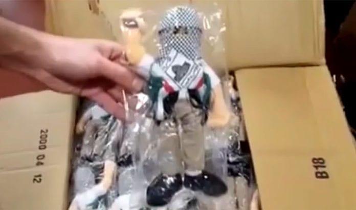 4.000 slike steinkastende dukker ble forsøkt importert ulovlig til Vestbredden. (Foto: Skjermdump av video fra det israelske tollvesenet, via Israel Hayom)