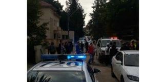 Åstedet for knivangrepet i Ra'anana lørdag. (Foto: Magen David Adom / Twitter)