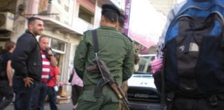 Palestinsk politimann på vakt i Hebron. (Illustrasjonsfoto: Lex Gilll / Flickr.com / CC)