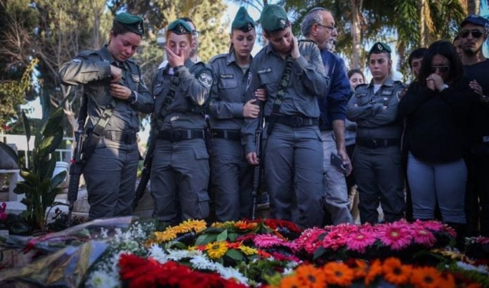 Hadar Cohens venner fra grensepolitet i sorg (Foto: Yonatan Sindel/Flash90)