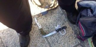Disse knivene ble brukt i angrepsforsøk ved Damaskus-porten i Jerusalem mandag 15. februar. (Foto: Det israelske politiet)