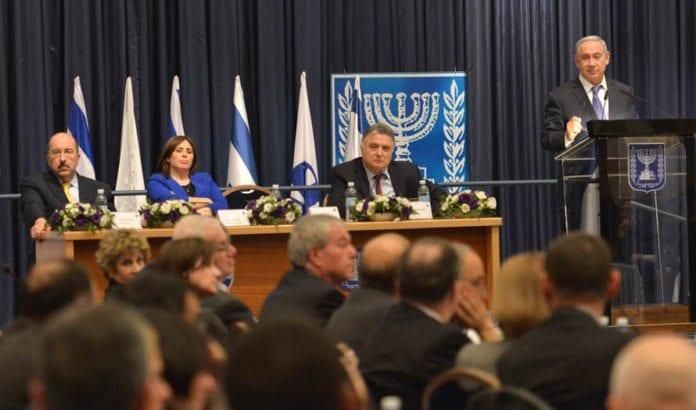 Netanyahu på talerstolen under Utenriksdepartementets konferanse for utenlandske ambassadører søndag 31. januar. (Foto: GPO / Flickr.com)