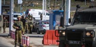 Her ble tre israelske soldater skutt av et medlem av de palestinske sikkerhetsstyrkene søndag 31. januar 2016. (Foto: Flash90)