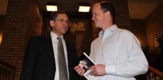 Itamar Marcus på Stortinget i mai 2012 da MIFF lanserte den norske utgaven av boken Dobbeltspill. (Arkivfoto: MIFF)