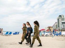 På MIFFs ungdomstur til Israel blir det også mulighet til å bade i Middelhavet fra stranda i Tel Aviv. (Illustrasjonsfoto: Hendrik Wieduwilt, flickr)