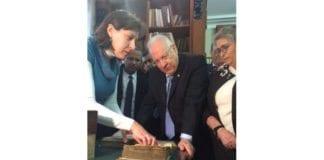 President Reuven Rivlin besøkte et russisk museum med tusener av gamle hebraiske manuskripter. (Foto: Rivlins Facebook-side)