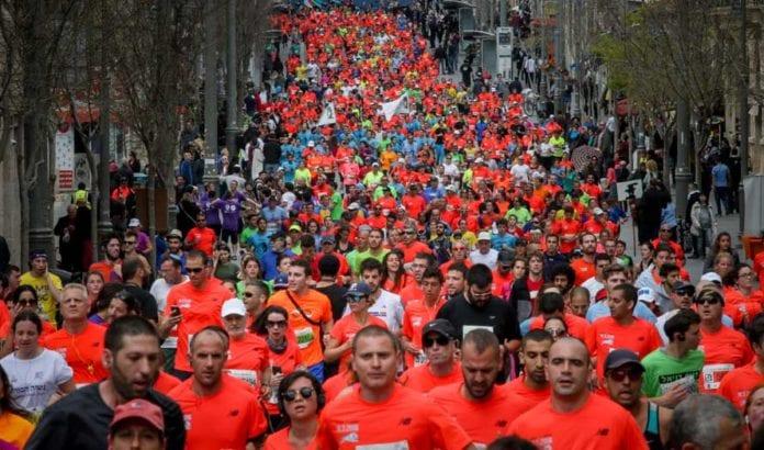 Mange deltakere i Jerusalem Maraton fredag 18. mars 2016. (Foto: Flash90)