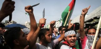 Palestinske studenter i Gaza demonstrer til støtte for knivangrepene mot israelere. (Illustrasjonsfoto: Flash90)
