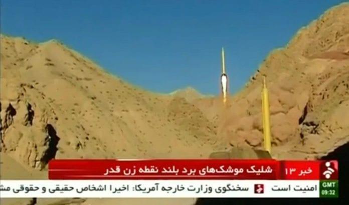 Her avfyres iranske raketter med påskriften:
