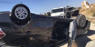 Bilen som familien satt i da den ble beskutt av terrorister fredag ettermiddag (Foto: IDF)