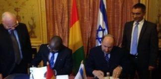 Avtale om gjenopprettelse av diplomatiske undertegnes (Foto: Israelsk UD på Facebook)