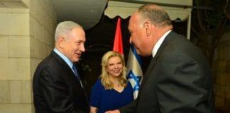 Benjamin og Sarah Netanyahu sammen med Egypts utenriksminister Sameh Shoukry søndag 10. juli 2016. (Foto: Den israelske statsministerens kontor / Flickr.com)