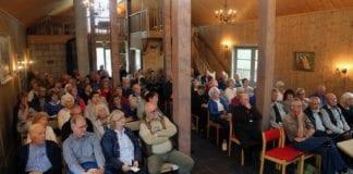Det ble full sal i Skafså Fjellkyrkje på MIFF Vest-Telemarks sommerstevne 7. august 2016. (Foto: Tor-Bjørn Nordgaard)