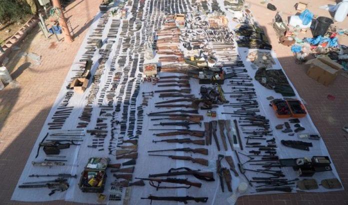 Dette er noen av våpnene som ble beslaglagt natt til tirsdag 23. august 2016. (Foto: IDF)