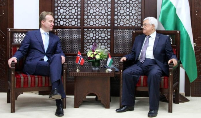 Børge Brende og Mahmoud Abbas. Bildet er tatt 8. mai 2014. (Foto: UD / Flickr.com / CC)