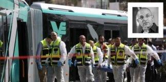 På denne bussen ble Richard Lakin, far til Micah Lakin Avni (innfelt) drept 13. oktober 2015 av to palestinske terrorister. (Foto: Flash90 / profilfoto fra Times of Israel Blogs)