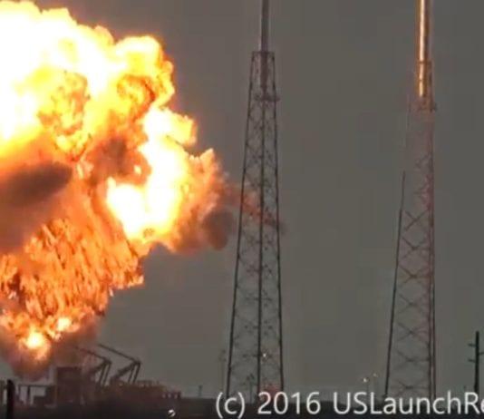 Her eksploderer raketten som var lastet med den israelske satellitten. (Foto: Skjermdump av vide fra uslaunchreport.com via Ynetnews.com)
