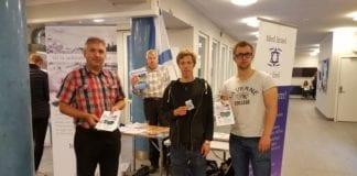 Fire MIFF-medlemmer på stand på NTNU onsdag 28. september (Foto: MIFF)