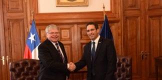 Israels ambassadør, Eldad Hayat, møter den chilenske Høyesterettens president. (Foto: Israels ambassade i Chile, twitter)