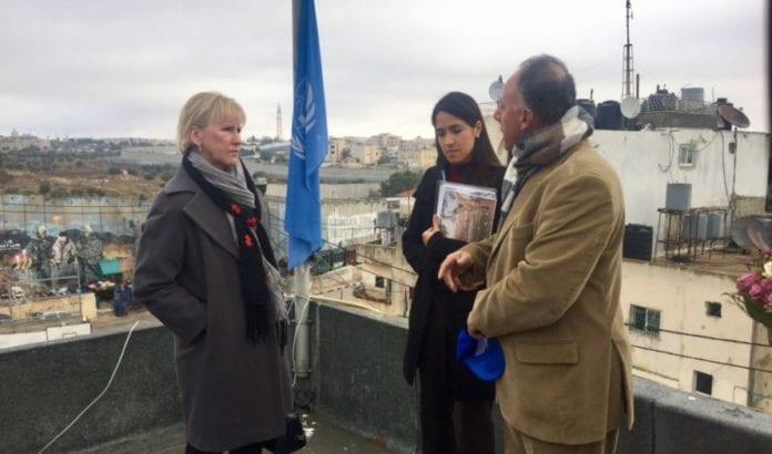Sveriges utenriksminister Margot Wallström besøkte Bethlehem og møtte representanter for UNRWA. (Foto: Twitter)